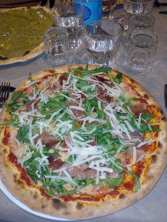 Santa Venerina, Włochy: Pizza alla nutella di pistacchio