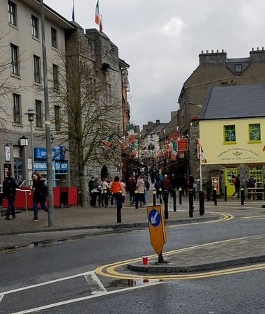 ‪راديسون بلو هوتل آند سبا جالواي: Entrance to Latin Quarter Galway, 5 min from Radisson Blu Galway‬