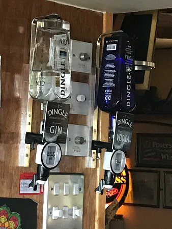 Camp, Irlanda: gin and vodka on tap
