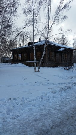 Bratsk, Rusia: Музей, внешний вид. С внутренним труднее, еще попасть нужно.