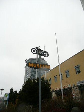 Fahrzeugmuseum Suhl: Hinweis im Außenbereich