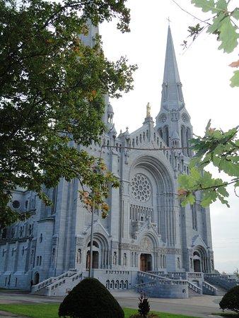 Sainte Anne de Beaupre, Canada: ΝΑΟΣ ΤΟΥ ΠΡΟΣΤΑΤΗ ΑΓΙΟΥ ΤΟΥ ΚΕΜΠΕΚ