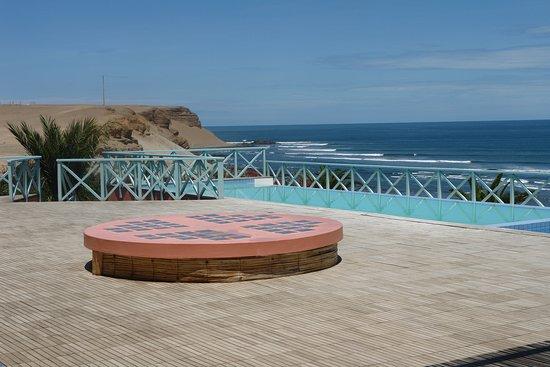 Chicama Surf Hotel & Spa: Vista de la terraza frente a la piscina.