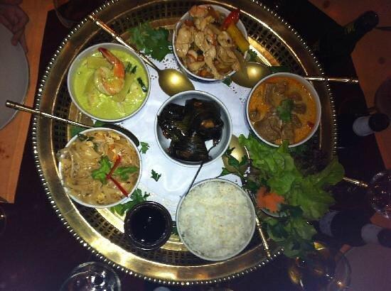 Thai Barcelona Royal Cuisine Restaurant: Entrantes, platos principales y postres. Todo delicioso. 😋