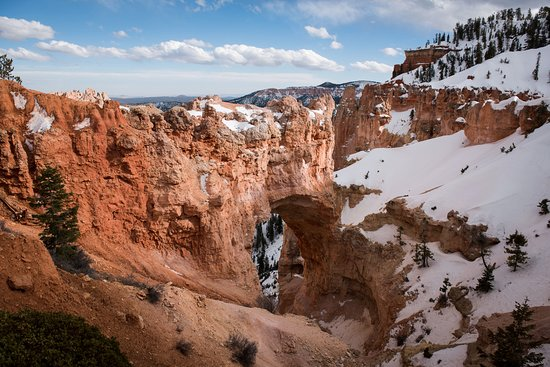 Natural Bridge: Interesting view further highlighted by the snow!