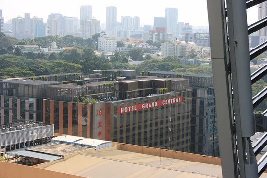 Hotel Grand Central: View from Orchard Rd it is only 1 block back