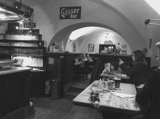 Bierhaus zum Augustin: Zona bar
