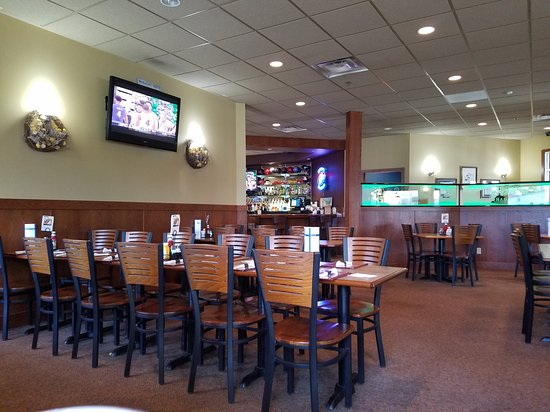 Hutchinson, MN: Squeaky's Grill & Bar