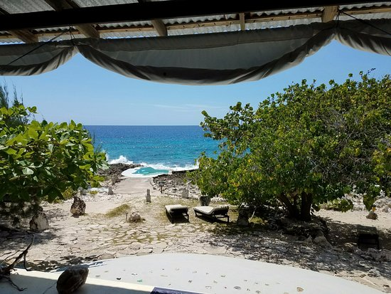 Jackie's on the Reef: View of sea and pool from massage hut. Water massage available when sea isn't rough!