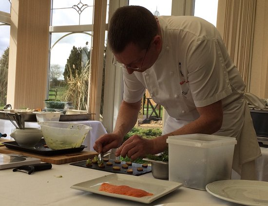 Elmesthorpe, UK: Excellent Cookery demonstration with Chef Glen, followed by a superb two course lunch with wine.