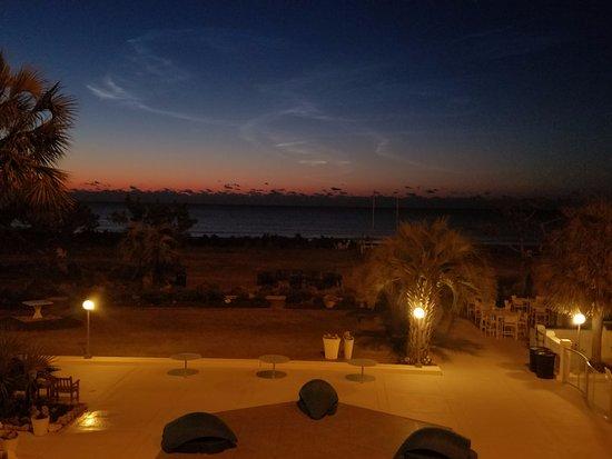Blockade Runner Beach Resort: sunrise