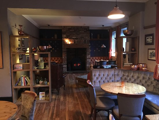 Little Weighton, UK: The cosy bar area complete with log burner