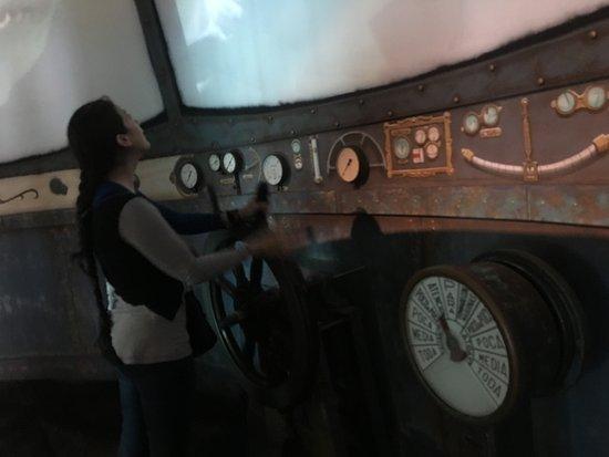 Downtown Aquarium: El museo simula el interior de un submarino