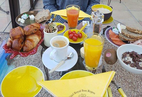 Hotel Royal Bon Repos : Frühstück