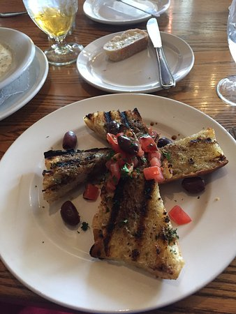 Windsor, Kanada: Grilled Sourdough bread with Balsamic Olive oil drizzle