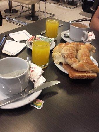 Victory Hotel: Desayuno
