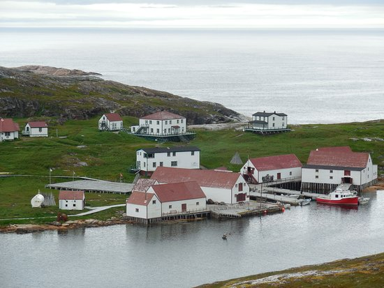 Battle Harbour, Canadá: Merchant Building in top center of picture.