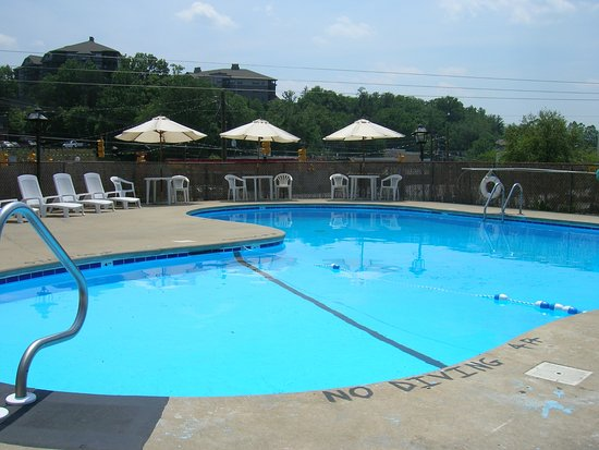 Pool - Picture of The Mountaineer Inn, Asheville - Tripadvisor