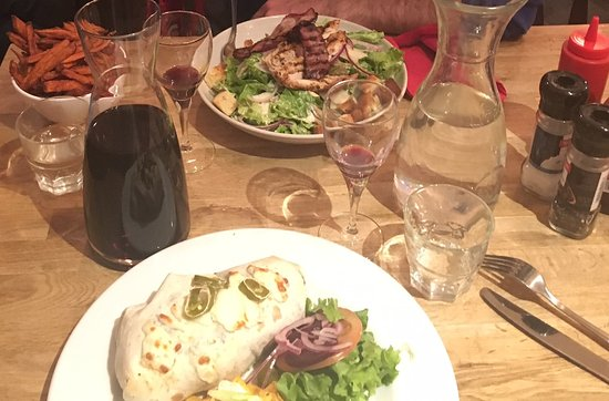 Argentiere, France: Chicken Salad & Chilli Burrito