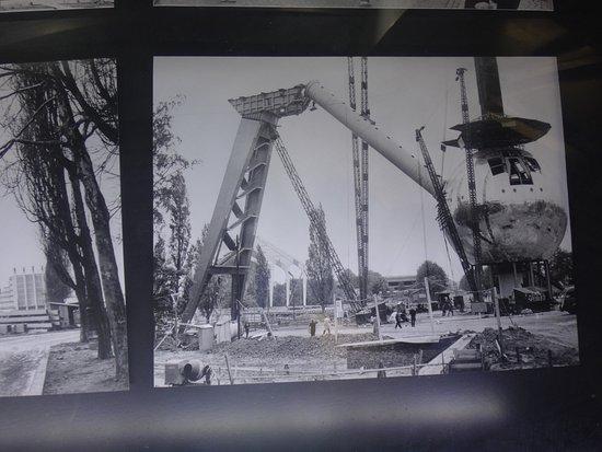 Atomium : Historia i kolejne etapy budowy