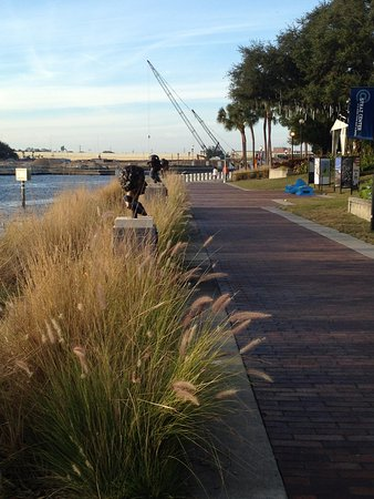 Straz Center for the Performing Arts: Riverwalk behind the Straz