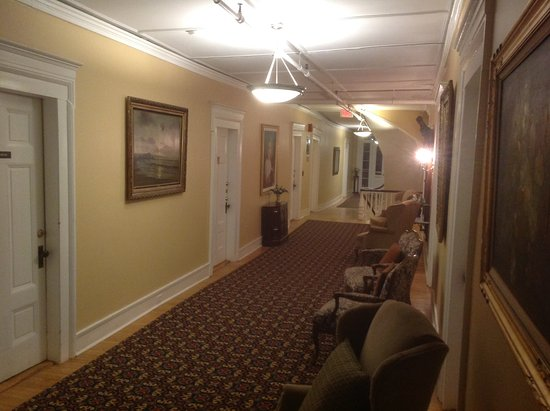 Littleton, Nueva Hampshire: Hallway to downstairs