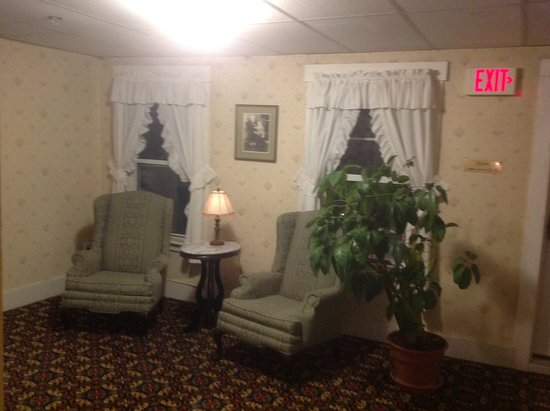 Littleton, NH: Sitting area in hallway to left of my room