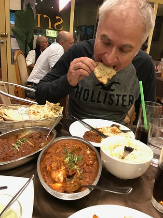 Narrabeen, ออสเตรเลีย: Serge chewing on some peshwari nan - delicious