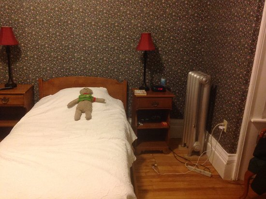 Thayers Inn: This room number 9 adjoins to mine number 11 and has two kids twin beds