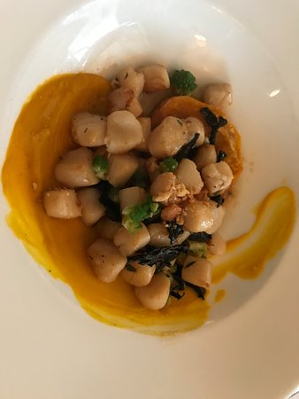 Southold, NY: excessively salty scallops with grains of sand