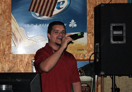 Eldon, MO: Karaoke at the C-Site