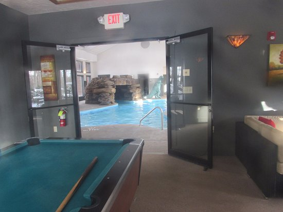 Loudonville, OH: Game Room looking out into the Pool (Jacuzzi & Exercise Room too)