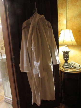 Loudonville, OH: 2-Bathrobes provided (extra blankets & pillows in coat closet)