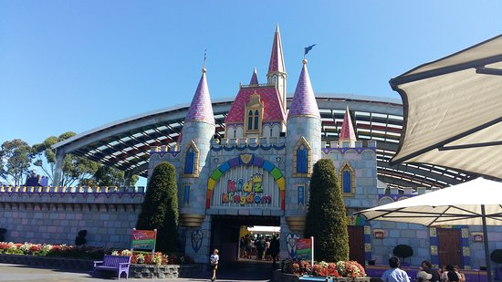 Rainbow's End Theme Park: On the best day