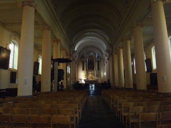 Waterloo, Bélgica: Wnetrze kościoła