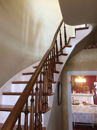 Independence, OR: beautiful staircase