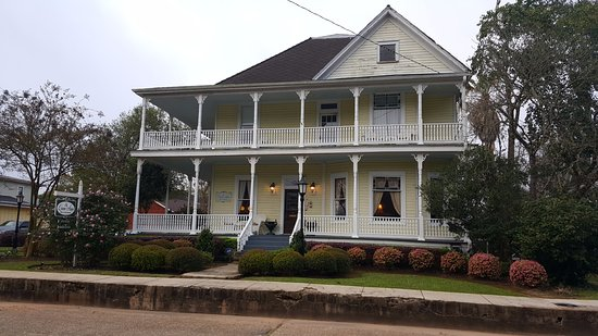 Natchitoches, LA: Main entrance on Pine St. (Parking is at rear or Sidney St.)