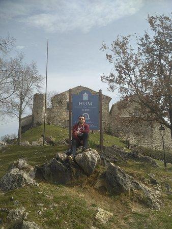 Buzet, Kroatië: Hum behind me