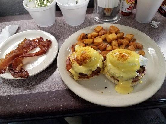 Photo of American Restaurant Clary's Cafe at 404 Abercorn St, Savannah, GA 31401, United States