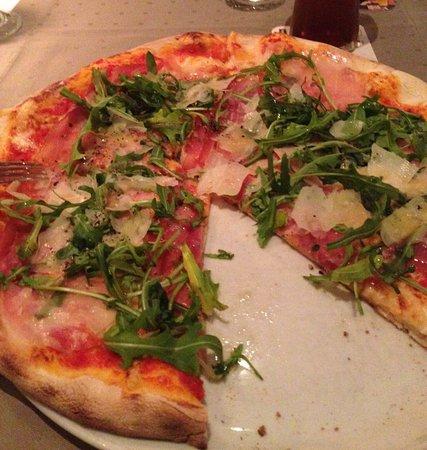 Reichenbach, Alemania: Nachspeisenvariation, Pizza, Feldsalat, unser Tisch