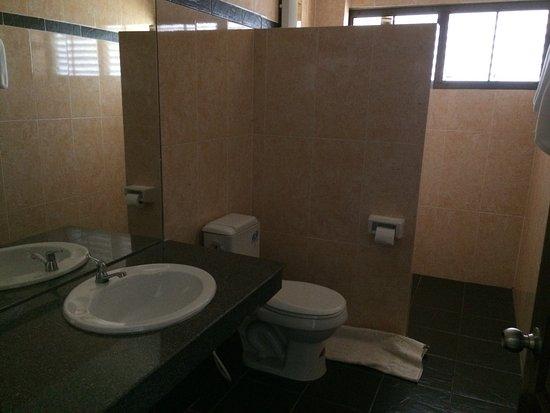 Baan Nattawadee: Bathroom