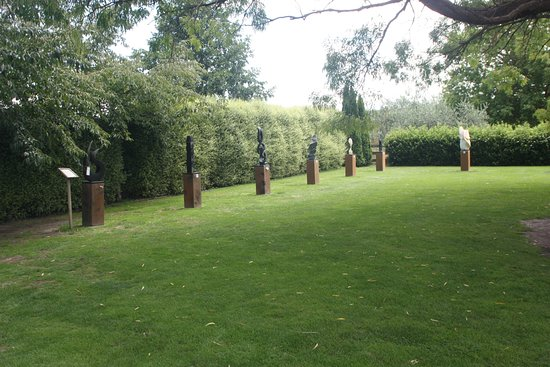 Havelock North, Nieuw-Zeeland: Statues in the garden