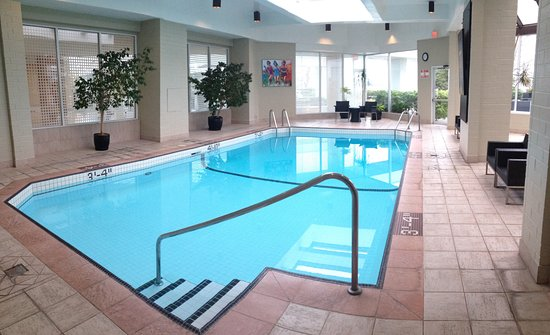 Indoor pool picture of inn at laurel point victoria tripadvisor for Indoor swimming pools vancouver
