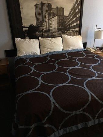 Farmville, VA: King bedroom suite