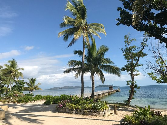 Mana Island Resort : The arrival dock and south beach, picture perfect