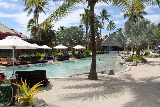 Sheraton Denarau Villas: Out of this world kids pool complete with beach, sand in and out of the pool