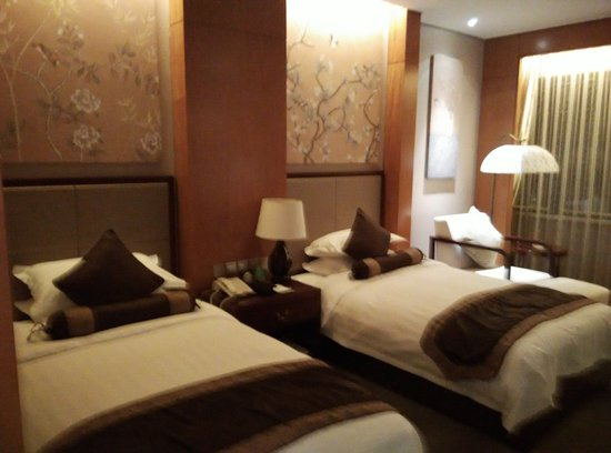 Lianyungang, China: Neat, comfortable room at He'anhu International Hotel