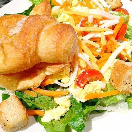 Cheddar's Scratch Kitchen: Chicken pot pie tastes homemade. Can't eat just one honey rolls/croissant, love 'em.