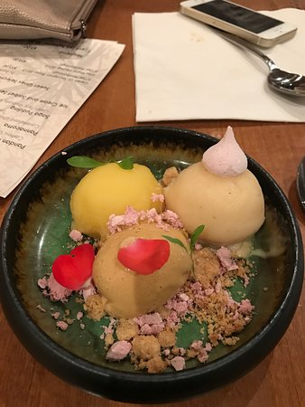 Mount Eden, Новая Зеландия: Trio of sorbet, kalamansi, peach jasmine and burnt honey