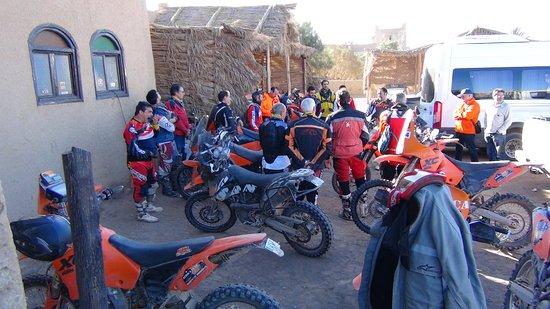 Moroccan Sahara : ヨーロッパからモトクロスの遊びに来ていました。
